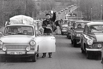 DDR-Fluechtlinge deutsch-tschechische Grenze  9. November 1989  nachmittags