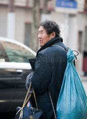 Shanghai  Ein Bettler.