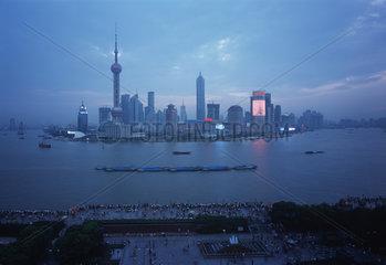 Shanghai  Pudong Stromknappheit