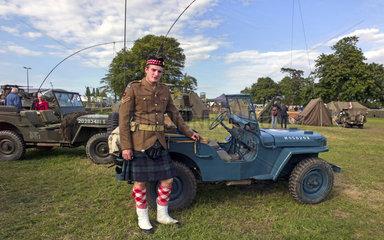 Willys Jeep und irischen Soldat