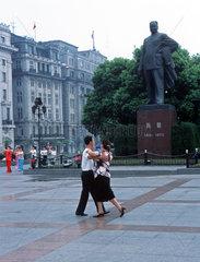 Shanghai  Tanzen am Bund