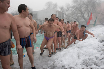 Urumqi  Eisbaden | Urumqi  ice bathing