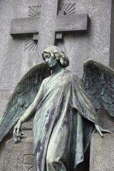 Engelfigur auf dem Zentralfriedhof Cimitero Monumentale  Mailand  Lombardei  Italien  Europa
