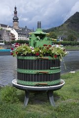 Historische Spindelkelter Spindelpresse mit Metallspindel  Cochem  Mosel  Landkreis Cochem Zell  Rheinland Pfalz  Deutschland  Europa