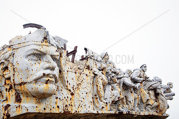 Zerstoertes Denkmal am Saur-Mogila