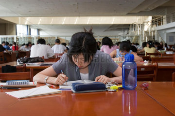 Leesesaal an der Universitaet von Urumqi | reading room