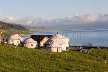 Mongolische Jurten am Sayrim See   mongolian yurts
