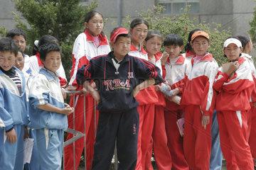 Tibetische Schule  Schueler auf dem Schulhof | Tibetan school  scholar on the schoolyard
