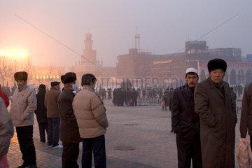 Kashgar  Glaeubige in der Stadt | Kashgar  Believers in town