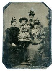 uralte Ferrotypie  Familienfoto  1896