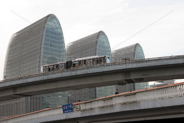 Strassenszene  Neubaugebiet Xizhimen  Autobahn Buerokomplex