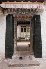 Lhasa  Jokhang Tempel   Lhasa  Jokhang temple