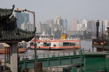 Shanghai  Anlegestelle vom Huangpu.