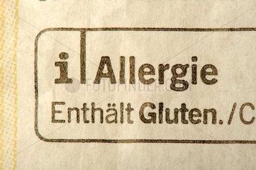 Deklaration fuer Allergiker auf einer Brot-Verpackung: Enthaelt Gluten.