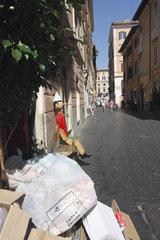Muell und Pinocchio in Rom