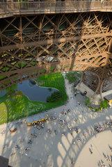 Blick von der ersten Besichtigungsplattform des Eiffelturms in Paris  Frankreich.