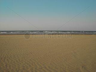 Strand leerer Strand verlassener Strand am Meer