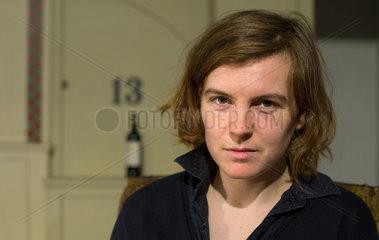 Ann Cotten - Die deutschsprachige Schriftstellerin und Uebersetzerin amerikanischer Herkunft liest in Berlin aus ihrem neuen Roman Der schaudernde Faecher .