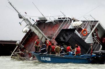 China  Guangdong Provinz  das Container-Frachtschiff Hanlun sinkt