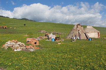Mongolische Jurte am Ufer des Sayrim Sees