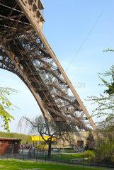 Eiffelturm in Paris  Frankreich. Ein Pfeiler.