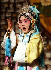China  Suzhou  vier Jahre alter Darsteller in der Kunqu Oper