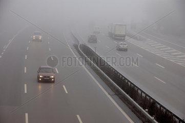 Autobahn im Nebel.