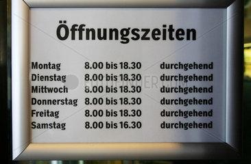 Oeffnungszeiten eines coop Lebensmittelgeschaefts im Kanton Bern.