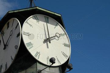 Uhr am Hafen von Oslo.