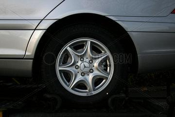 Mercedes Auto PKW Detail Felge mit Logo.