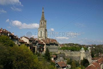 Blick auf die Altstadt von Bern mit dem Muenster.