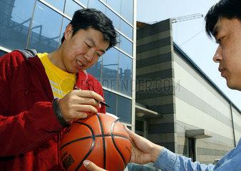 Wang Zhizhi  NBA-Profi in seinem Heimatland China