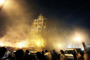 Aegypten  Kairo  Feuer in der Ramses Strasse