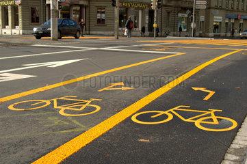 Fahrrad - / Velo - streifen auf Strasse