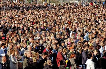 Zuschauer vor Frauenkirche