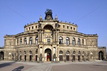 Dresden Semperoper von Hofkirche aus
