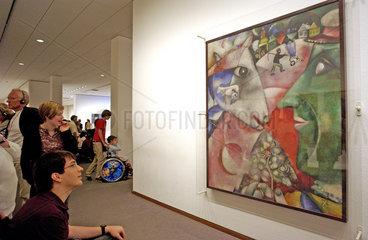 Besucher im MoMA in Berlin