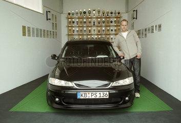 Opelfan Stefan Schmidt mit Siegerpokalen