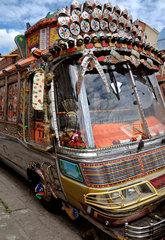 Pakistanischer Bus im Londoner Stadtteil Southall