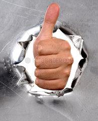 Loch mit Hand