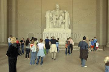 Lincoln Memorial Innenraum mit Touristen