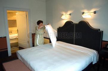 Zimmermaedchen  Hotel de Rome  Berlin