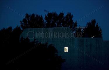Beleuchtetes Fenster in Berlin