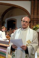 1. Oekumenischer Kirchentag: Priester Gotthold Hasenhuettl