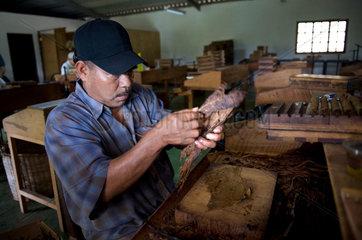 Cigar factory Cigarros Joyas de Panama