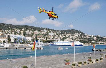 Nizza: Faehre  Hubschrauber  Mega-Jacht