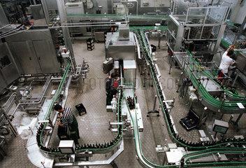 Buegelflaschenabfuellanlage in der Brauerei Pott