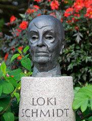 Loki Schmidt Bueste im Botanischen Garten Hamburg