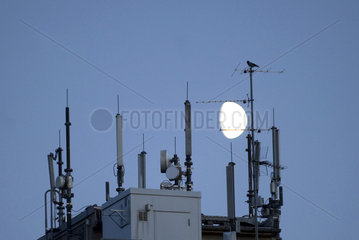 Aerials for mobile phones