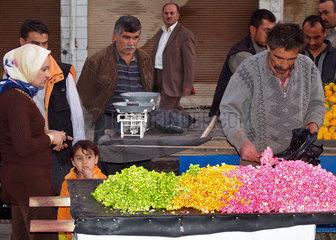 Popcorn in den kurdischen Nationalfarben